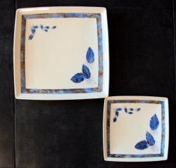 assiette-carree-plumes-bleues-2.jpg